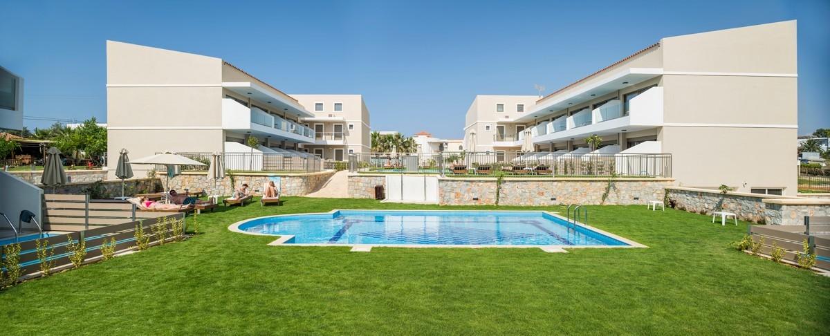 antonis-garden-vantaris-blue-hotel-after-001