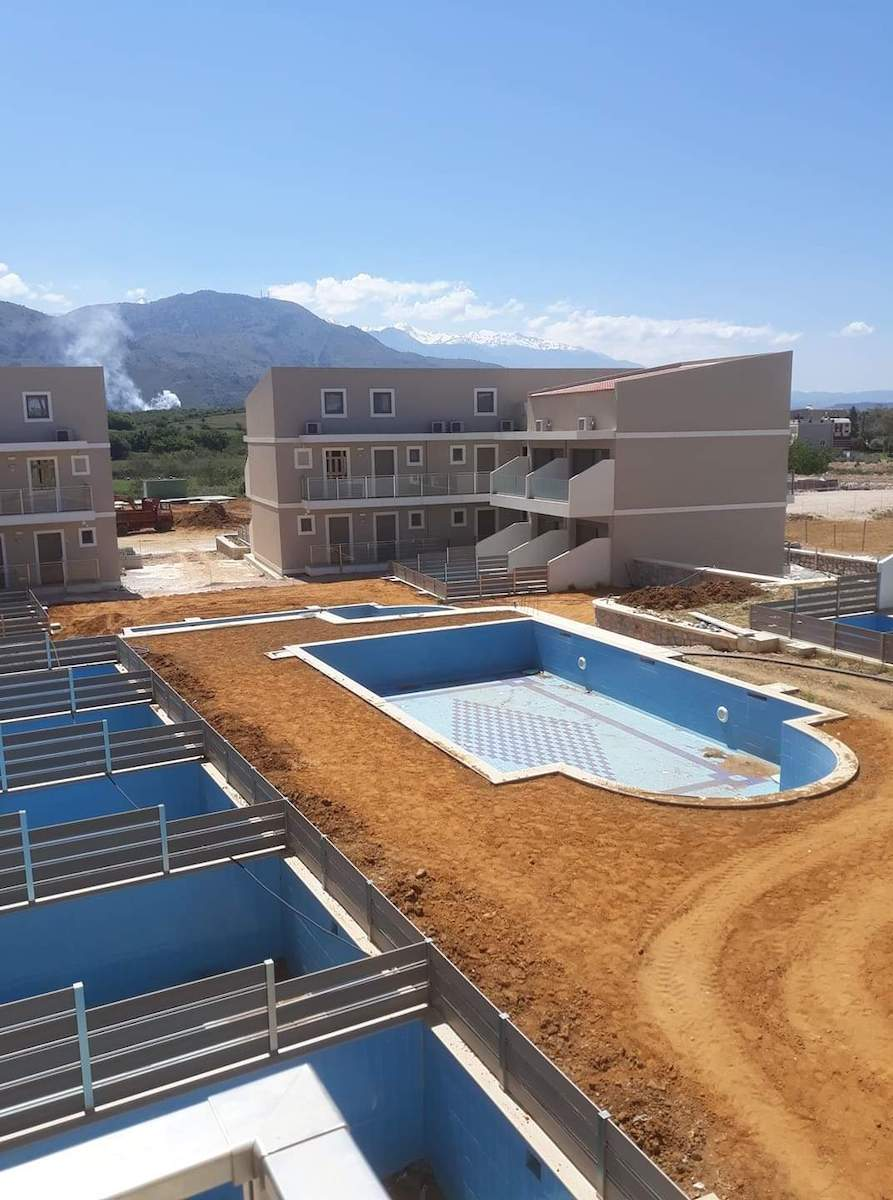 antonis-garden-vantaris-blue-hotel-before-002