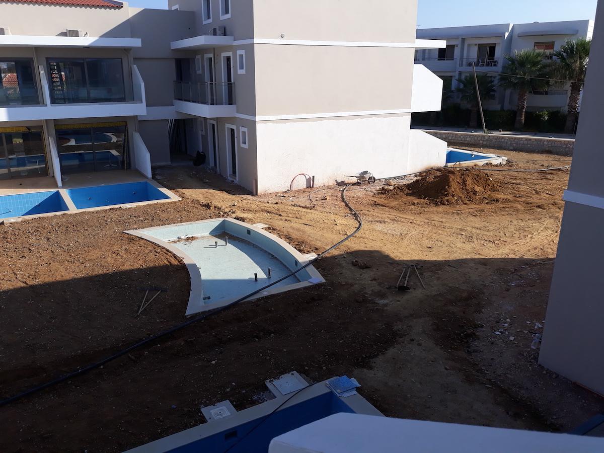 antonis-garden-vantaris-blue-hotel-before-005