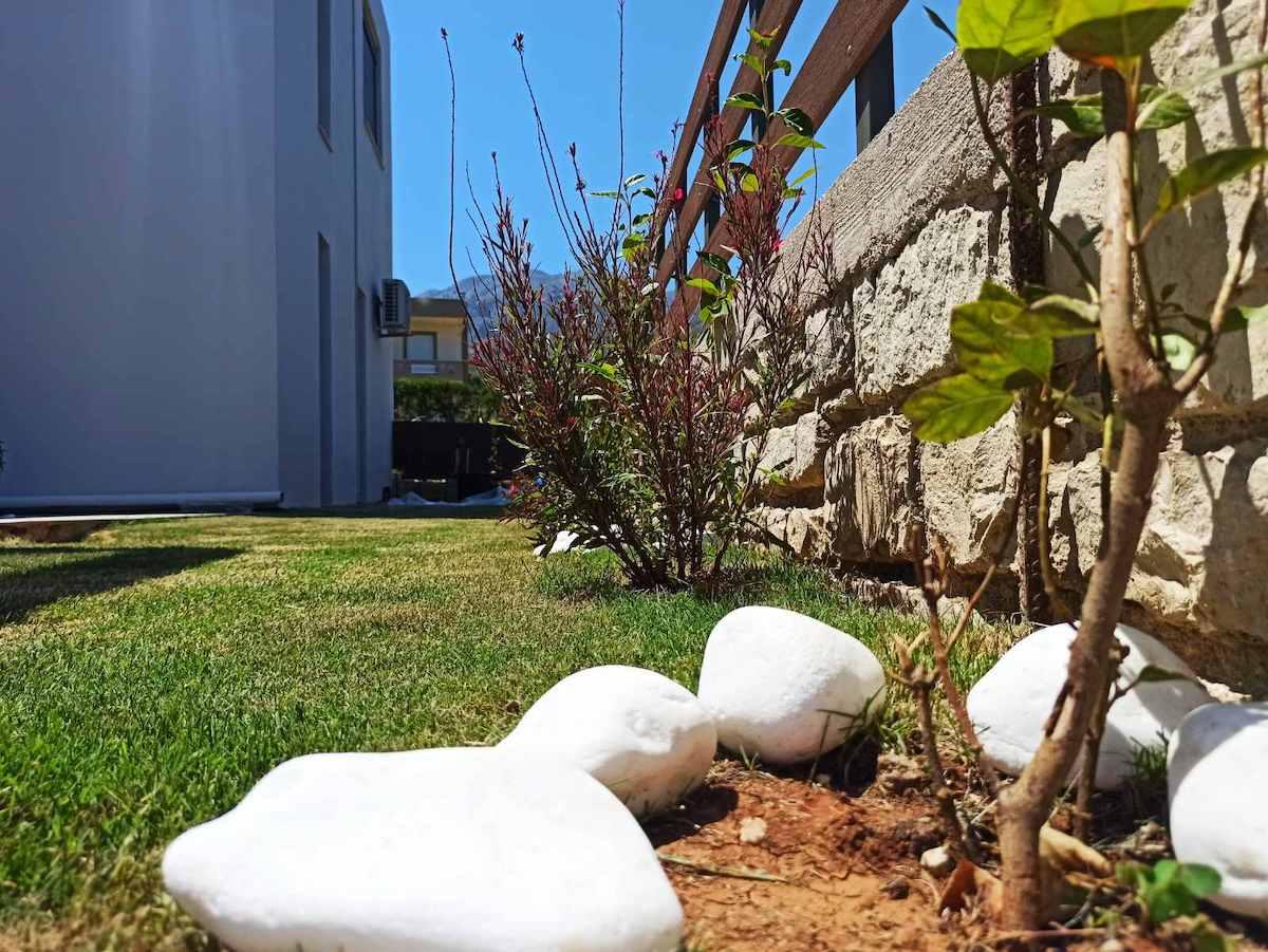 antonis-garden-minoas-luxury-villas-after-00003