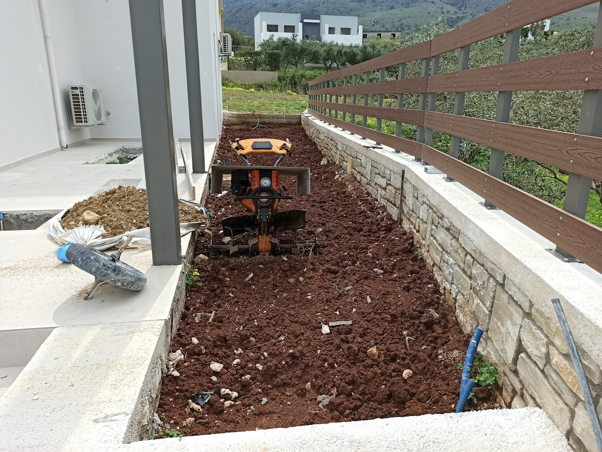 antonis-garden-minoas-luxury-villas-before-00009